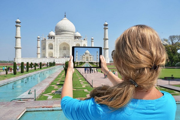 PRIVATE TAJ MAHAL + AGRA FORT TOUR by Car from DELHI